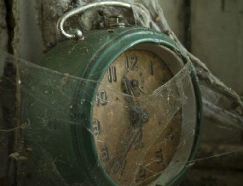 Fiabe dei giorni in cui le persone rimasero a casa/ La rivolta degli orologi