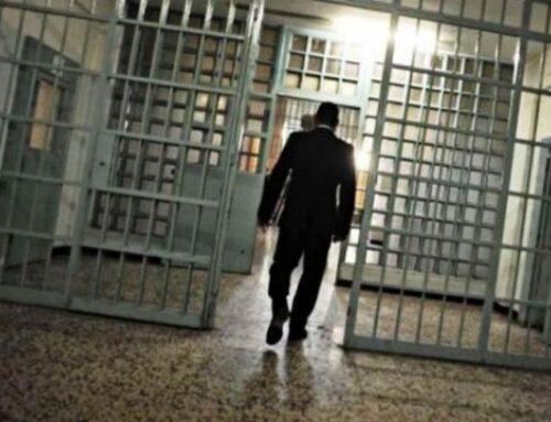 Come può accadere che gli agenti pestino i detenuti
